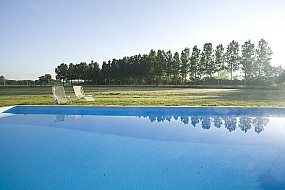 gites 49 vue de la piscine sans l'abris